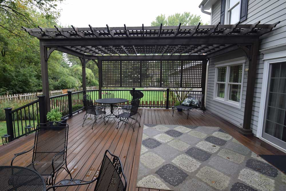 Trex Transcends Spiced Rum Black Rail Charcoal Black Pergola Lattice Roof Privacy Wall St. Louis