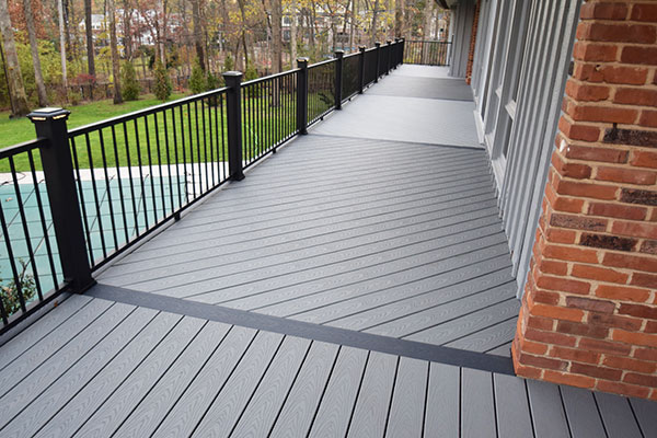 Trex Pebble Grey Black Railing